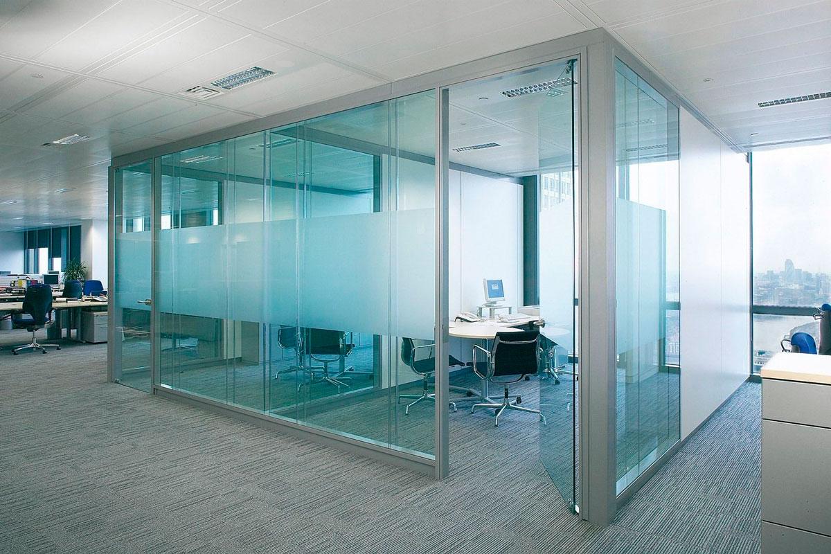 проектирование и монтаж стеклянных перегородок